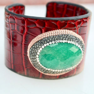 Red Embossed Thick Leather Green Quartz Bracelet